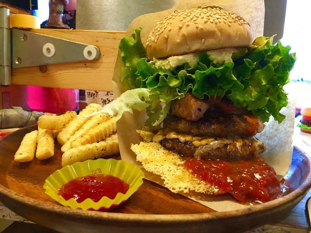 Hamburger which continues evolving which represents Okinawa! ♪ Majority who appears on television♪